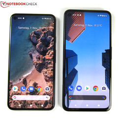 Size comparison: The Google Pixel 5 on the left, the Google Pixel 4a 5G on the right